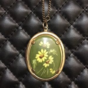 Vintage Retro Gold Daisy Flower Cameo Necklace